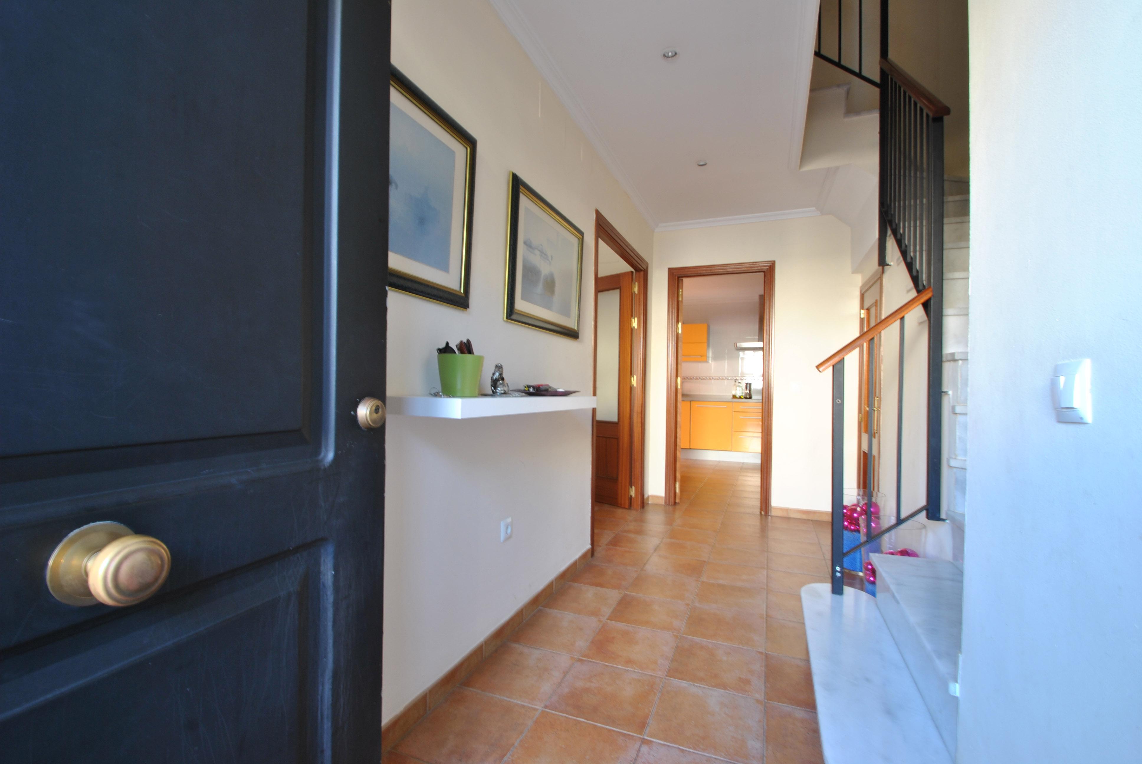 Vestíbulo de entrada y distribuidor de estancias y escaleras