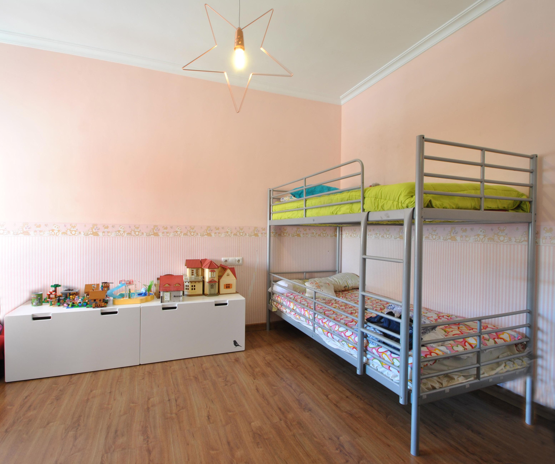 Dormitorio muy amplio con armario empotrado